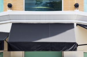 universal-awning-5-benefits-of-having-an-awning-at-your-business-jun-300x197