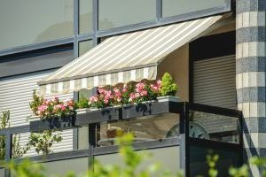 universal-awning-benefits-of-patio-awnings-for-your-home-or-business-oct18-300x206